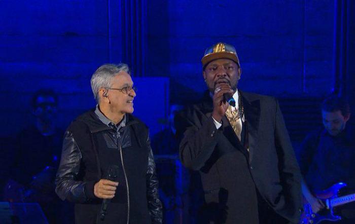 Caetano Veloso e Mr. Catra dividiram o palco em 2016, no programa 'Bagulho louco', comandado pelo funkeiro no canal Multishow. Foto: Multishow/Reprodução