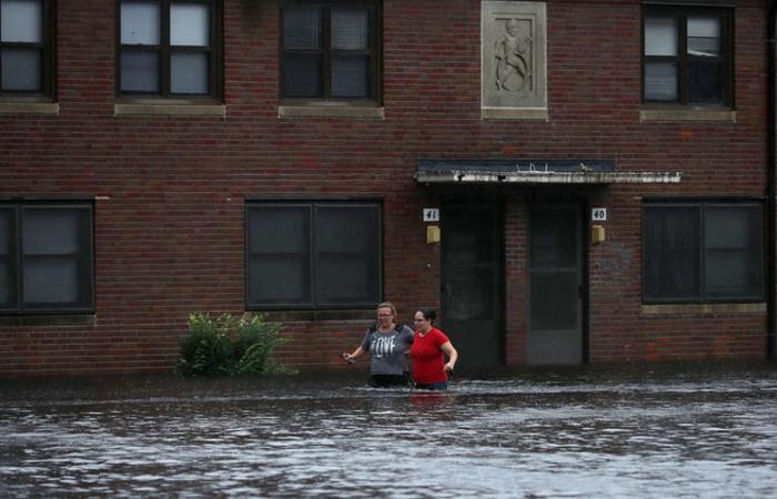 Na Carolina do Norte ao menos 88 mil residências já estavam sem energia elétrica, segundo a FEMA. Foto: CHIP SOMODEVILLA / GETTY IMAGES NORTH AMERICA / AFP