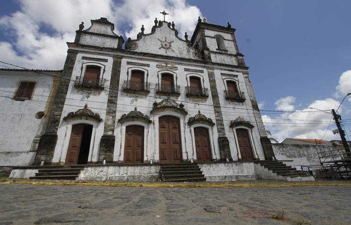 No domingo, os shows acontecem em frente à igreja dos santos Cosme e Damião, a mais antiga do Brasil - Foto: Arquivo/DP