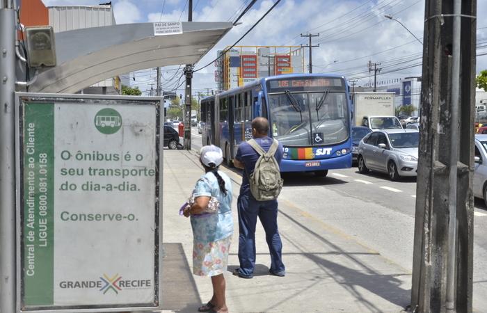 Faixa Azul melhorou a velocidade dos ônibus na Avenida Mascarenhas de Morais, principal via do bairro. Foto: Cristiane Silva/Esp.DP/D.A Press