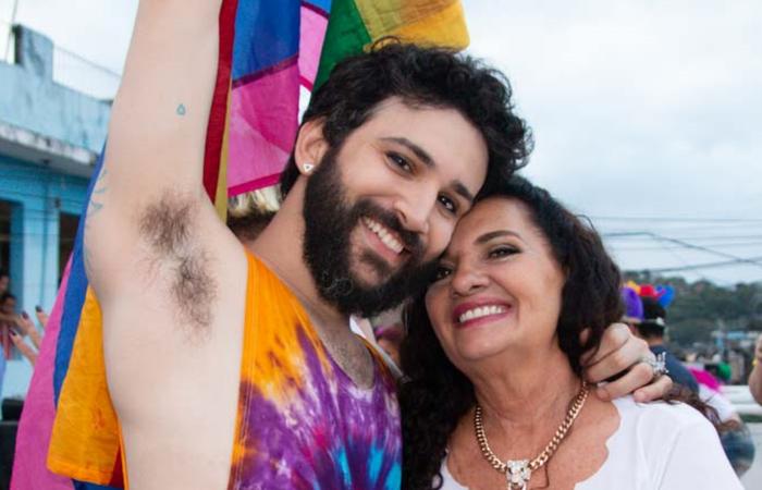 Juan Guiã (cantor) e Regina Guimarães (TransViver). Foto: Morgana Narjara/Divulgação