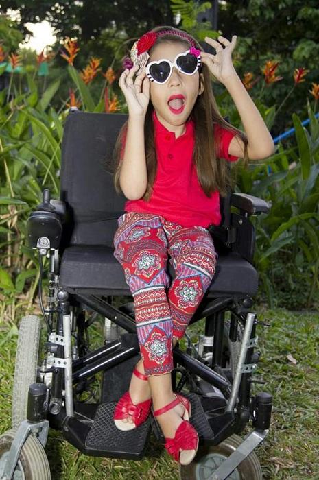 Com 10 anos de idade, Maria Luiza, portadora de miopatia congênita, vai se apresentar numa dança de balé sobre cadeira de rodas. Foto: Divulgação