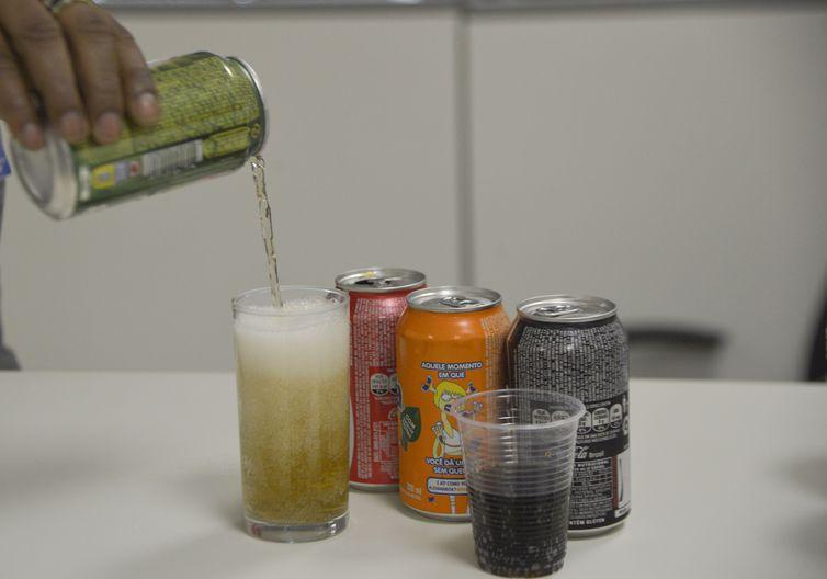 Nível de açúcar poderá ser reduzido em refrigerantes, achocolatados, iogurtes, bolos e biscoitos. Foto: Arquivo/ Agência Brasil