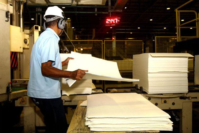 Produção industrial recuou 0,3% entre julho e agosto. É a segunda taxa negativa consecutiva do indicador, que acumula queda de 0,4% em dois meses. Foto: Amanda Oliveira/GovBA