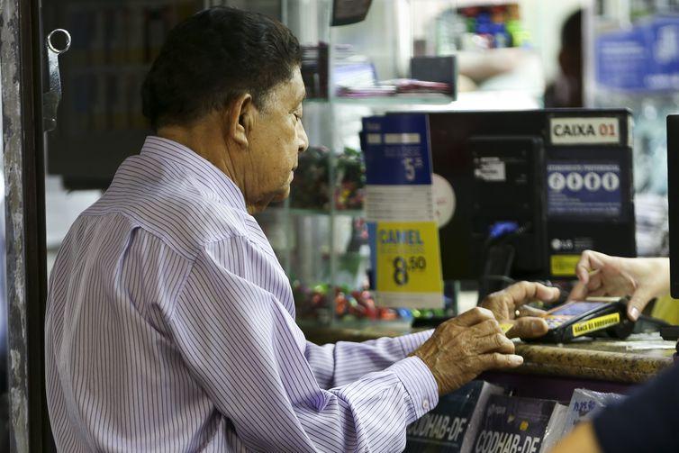 Com crise, idosos adiam saída do mercado de trabalho. Foto: Marcelo Camargo/Agência Brasil