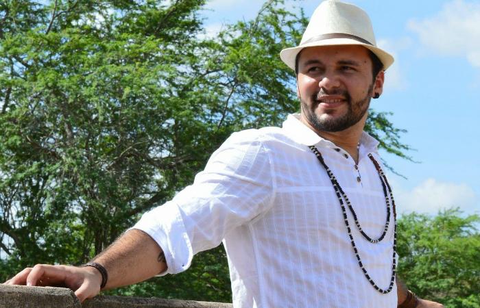 Jadson Lima vai declamar versos no lançamento de seu primeiro livro, Invernia. Foto: Jefte Amorim/Divulgação