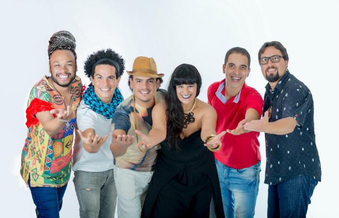 A Roda MPB Recife é composta pelos cantores Michelle Monteiro, Thiago Paiva, Cleyton Moreno e Wendell Francel, que são acompanhados pelo violonista JP Andrade e pelo percussionista Mario Filgueiras. Foto: Helane Medeiros/Divulgação