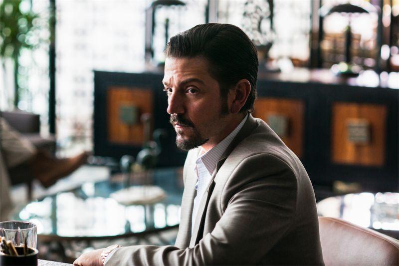Diego Luna interpreta Félix Gallardo, o dono do Cartel de Guadalajara. Foto: Divulgação/Netflix