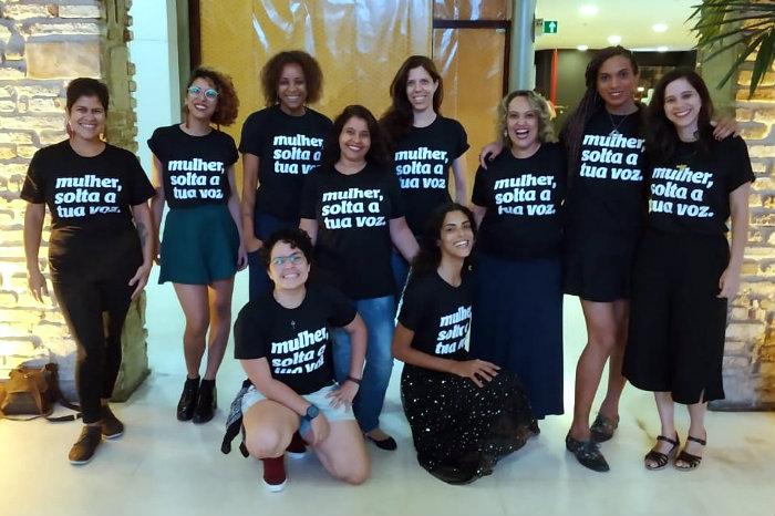'Mulher, solta a tua voz' é a frase que estará estampada nas blusas de toda a equipe. Foto: Ítalo Olímpio/Divulgação