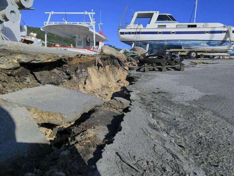 No solo da região foram registrados rachaduras devido a intensidade do terremoto. Foto: Eurokinissi / AFP