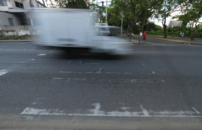 Insegura, faixa de pedestres está apagada e não tem semáforo. Foto: Peu Ricardo/DP