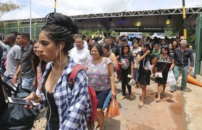 Candidatos chegaram cedo para o primeiro dia de provas do Enem 2018 - Foto: Valter Campanato/Agência Brasil