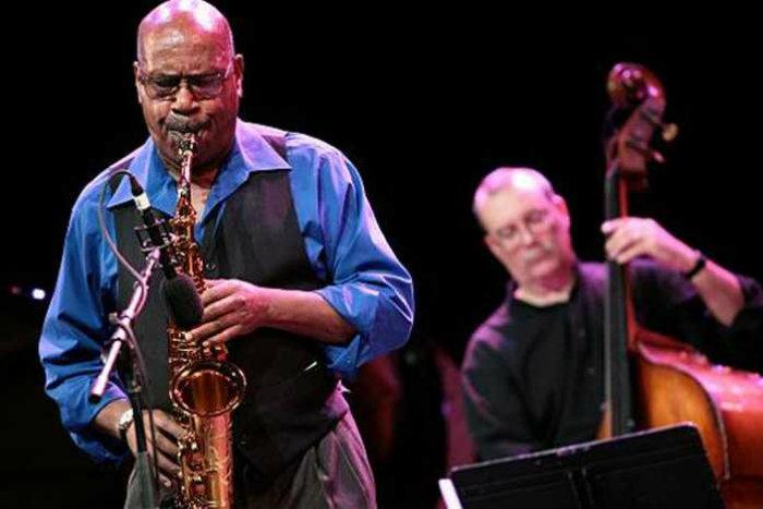 Um dos músicos mais completos da história do jazz, Sonny Fortune tocava saxofone, clarinete e flauta, entre outros instrumentos. Foto: Reprodução/Youtube