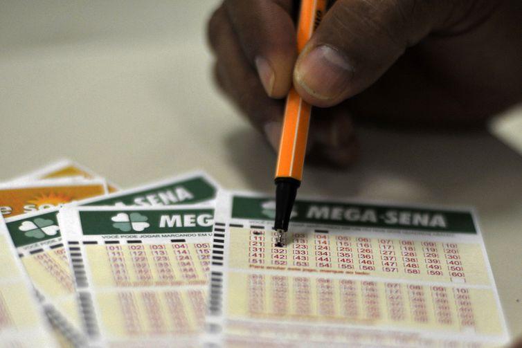 O sorteio da Mega-Sena será realizado no Caminhão da Sorte estacionado na cidade mineira de Manhumirim. Foto: Marcello Casal Jr./Agência Brasil