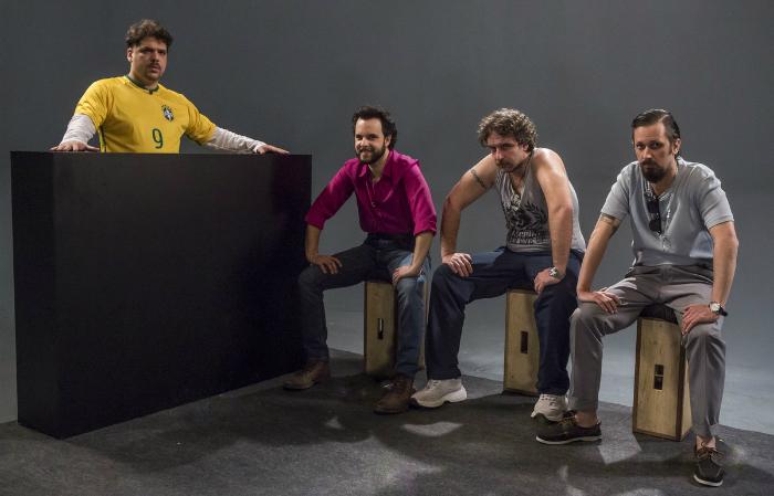Rogerinho do Ingá (Caíto Mainier), Maurílio dos Anjos (Raul Chequer), Julinho da Van (Leandro Ramos) e Renan (Daniel Furlan), os integrantes do Choque de Cultura. Foto: Arthur Menine/Globo