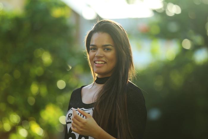 Felicidade começou a cantar aos 12 anos como backing vocal do pai. Foto: Camila Pifano/Esp.DP