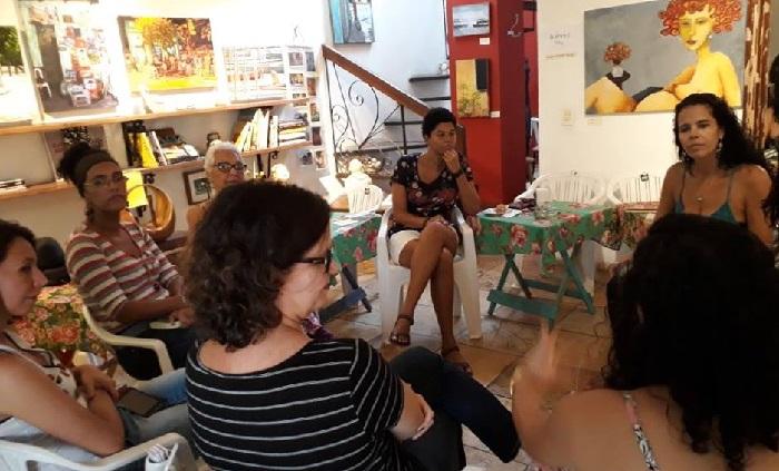 %u201CSerá um sucesso! Fortalecerá os clubes de leitura e seus leitores%u201D, diz Anita Presbitero (à direita), do Floriterárias. Foto: Floriterárias/Cortesia (17-06-2018)