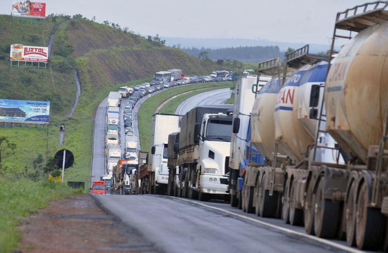 Grande parte das mortes no trânsito ocorre em estradas bem movimentadas. Foto: Valter Campanato/Arquivo Agência Brasil