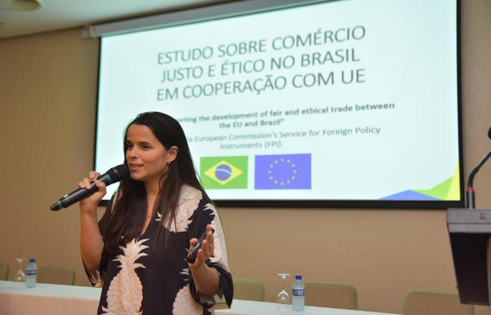 Ana Asti, da WTFO Brasil, fez palestra no encontro. Foto: Atrevia/Divulgação