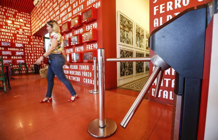 Devido ao atraso no pagamento da bolsa, alguns estagiários faltaram. O elevador também não funcionou. Foto: Paulo Paiva / DP FOTO