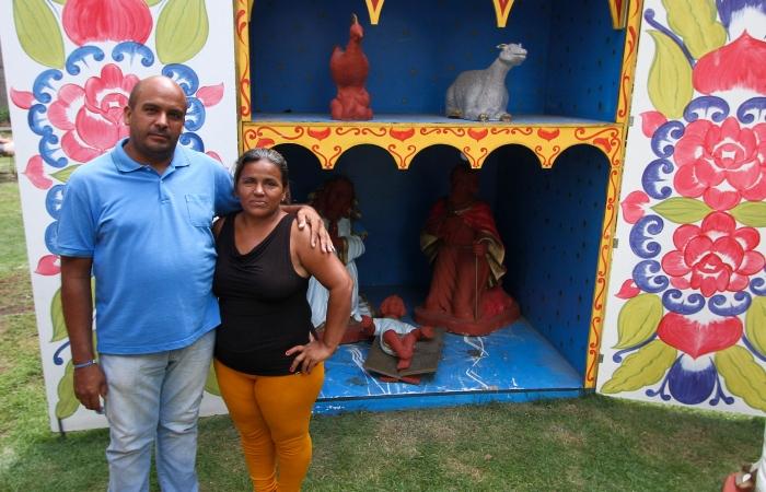 Para o casal Betty Martines e Gerardo Cuartas esse será o primeiro Natal longe dos três filhos e dois netos. Foto: Bruna Costa/Esp.DP.