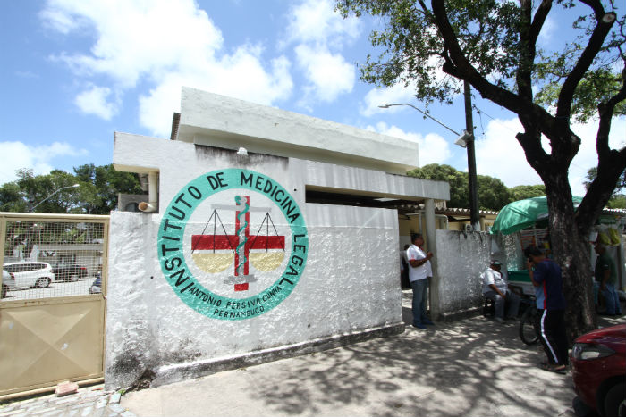 O corpo do motociclista foi encaminhado ao Instituto de Medicina Legal (IML). Foto: Marlon Diego/Esp.DP.