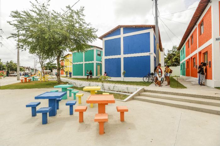 As casas são estilo duplex e têm 47 metros quadrados, com sala, dois quartos, banheiro, cozinha e área de serviço. Foto: Andréa Rêgo Barros/Divulgação.