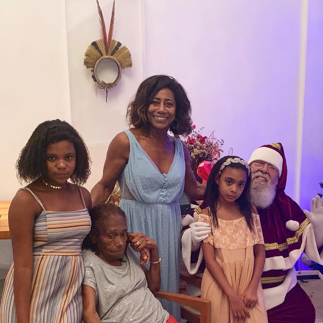 Glória Maria e familiares na comemoração do Natal. Foto: Reprodução/ Instagram