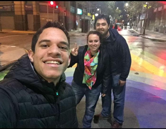 Pernambucano vai viver com casal que o acolheu no Chile durante o intercâmbio. Foto: Arquivo Pessoal.