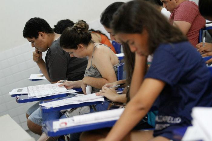 Projeto prepara estudantes que vão participar do Enem e de vestibulares. Foto: Rafael Martins/DP.