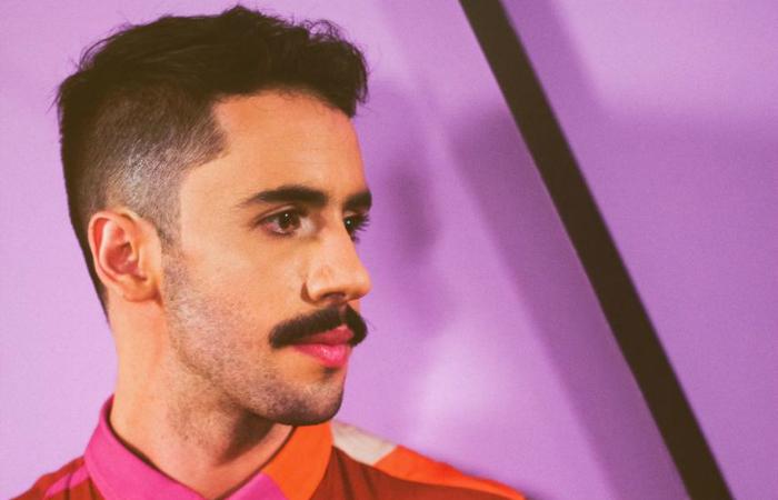 Ferro vem mostrando novas canções o seu Tropical Wave, tendência que mistura o brega e o new wave. Foto: Bieco Garcia/Divulgação