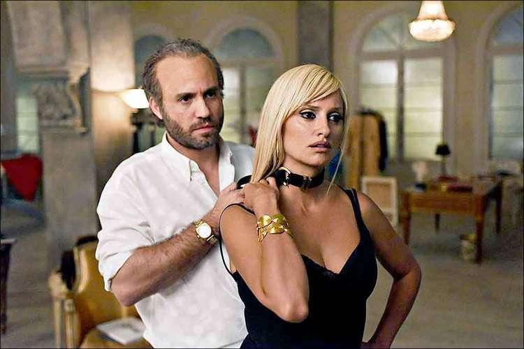 Édgar Ramírez interpreta Gianni Versace e Penélope Cruz é Donatella na premiada 'O assassinato de Gianni Versace', que chega na quinta à Netflix. Foto: FX/DIVULGAÇÃO