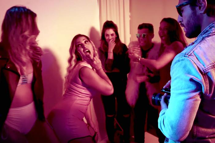 Na versão light, Valesca trocou 'sentei na pica' por 'beijei a boca do meu ex'. Foto: YouTube/Reprodução