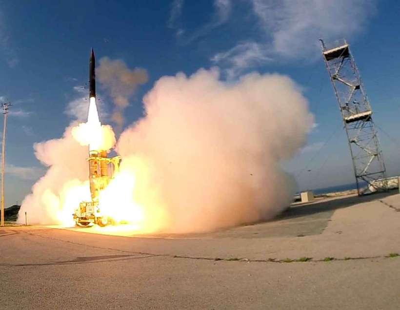 O sistema foi projetado para interceptar artefatos acima da atmosfera e com alcance de até 2.400 quilômetros. Foto: Ho / Israeli Defence Ministry/ AFP