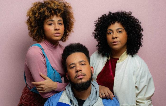 Formado por Lay, Lio e Machado, o grupo é um dos destaques da nova cena pop independente brasileira. Foto: Tuyo/Divulgação