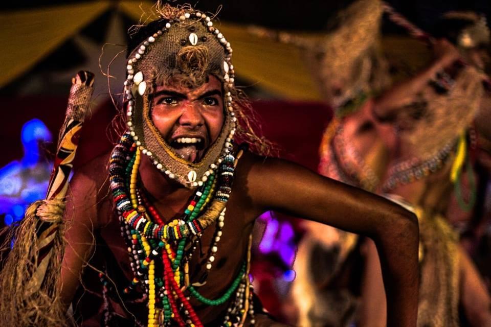 O Balé Afro Raízes mostrará a essência dos movimentos tribais africanos no baile. Foto: Reprodução/Facebook