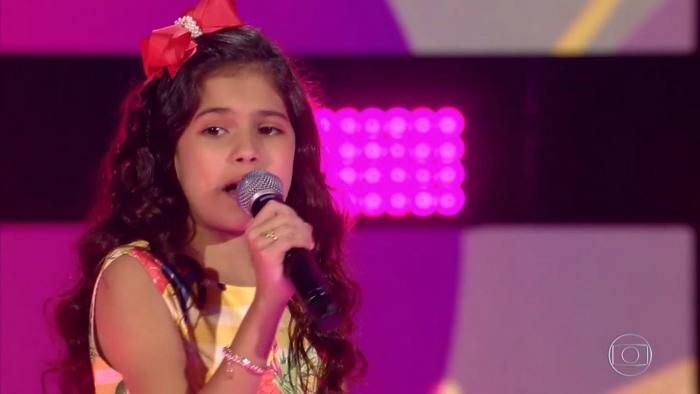 A menina de 11 anos cantou 'Carinhoso'. Foto: TV Globo/Divulgação.