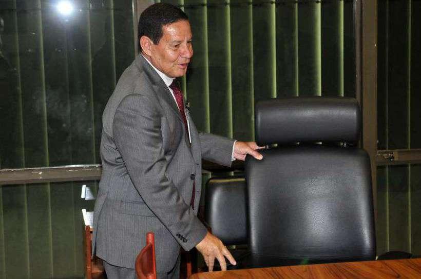 Mourão deverá conduzir, nesta terça-feira (29/1), a reunião ministerial, que Bolsonaro passou a realizar uma vez por semana. Foto: Minervino Junior/CB/D.A Press