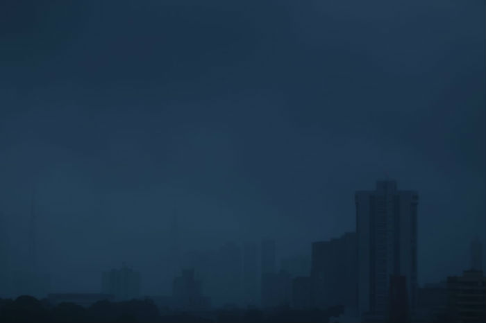 Oscilação no fornecimento de energia foi registrada no Centro do Recife. Foto: Peu Ricardo/DP.