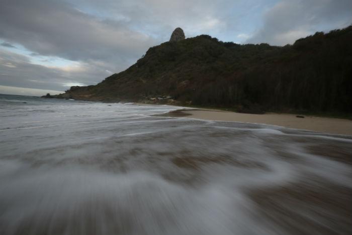 (Em Noronha, algumas trilhas oferecem riscos caso não sejam feitas com acompanhamento. Foto: Teresa Maia/DP/arquivo)