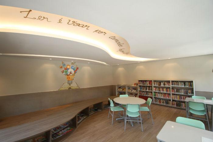 Sala de leitura da Escola Conecta reúne obras variadas. Foto: Peu Ricardo/DP.