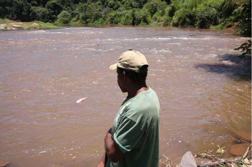 O avanço da lama fez com que a cidade de Pará de Minas desativasse o sistema de abastecimento que vinha do Rio Paraopeba. Foto: Edesio Ferreira/Estado de Minas