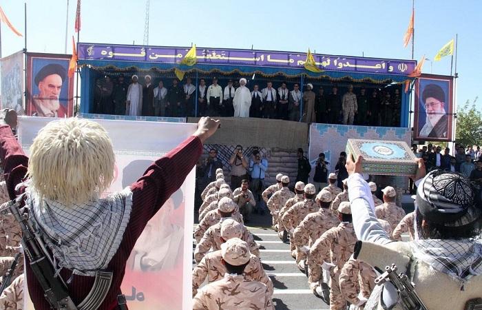 Soldados do exército iraniano marcham durante parada militar em Teerã, em 2015, que marca o aniversário da guerra de 1980 com o Iraque. Foto: Iran Military/Fotos Públicas