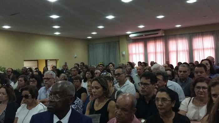 Centenas de pessoas compareceram à despedida. Foto: Sávio Gabriel/DP