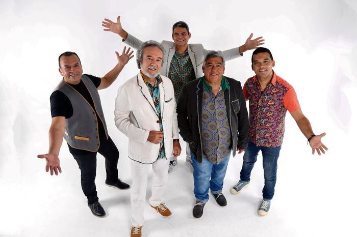 O grupo é formado por Marcelo Melo (voz e violão), Ciano Alves (flauta e violão), Roberto Medeiros (bateria e voz), Dudu Alves (teclado e voz) e Sandro Lins (baixo).