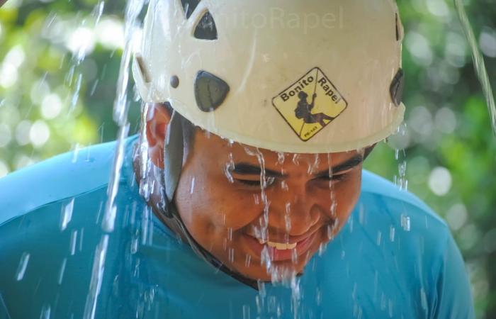 O sergipano Bruno Mendes viajou mais de 500km para visitar a cachoeira. Foto: Bonito Rapel/Divulgação