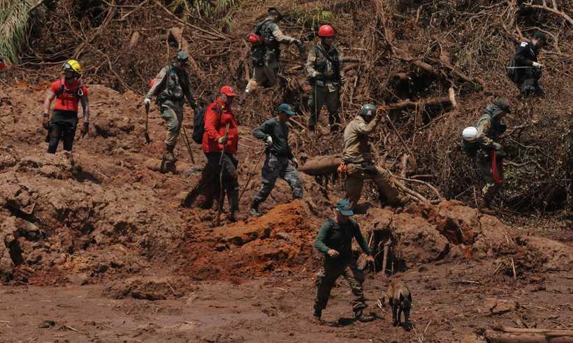 Os bombeiros que passaram pelo curso ficam até 10 dias ininterruptos nas buscas. Foto: Tulio Santos/EM/D.A Press