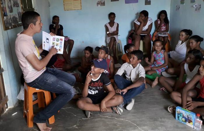 O jovem recebe cerca de recebe 70 crianças todas as semanas. Foto: Suetônio Júnior/Cortesia