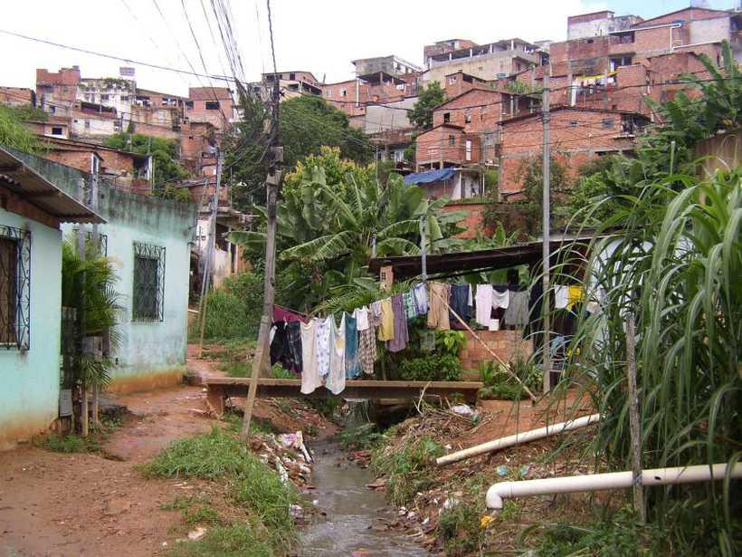 O estudo com pesquisadores brasileiros e estrangeiros foi feito em Pau da Lima: comunidade com alta taxa de contágio de grávidas. Foto: Albert Ko/Divulgação