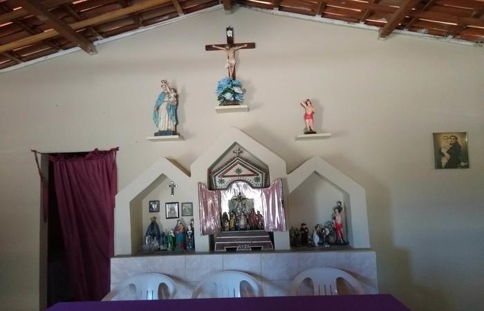 Santuário e imagens antigas na Capela de Nossa Senhora do Rosário - Foto: Gilberto Ribeiro/Cortesia